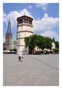 Postkarte mit Blick auf den Burgplatz, den Schlossturm und die Lambertuskirche